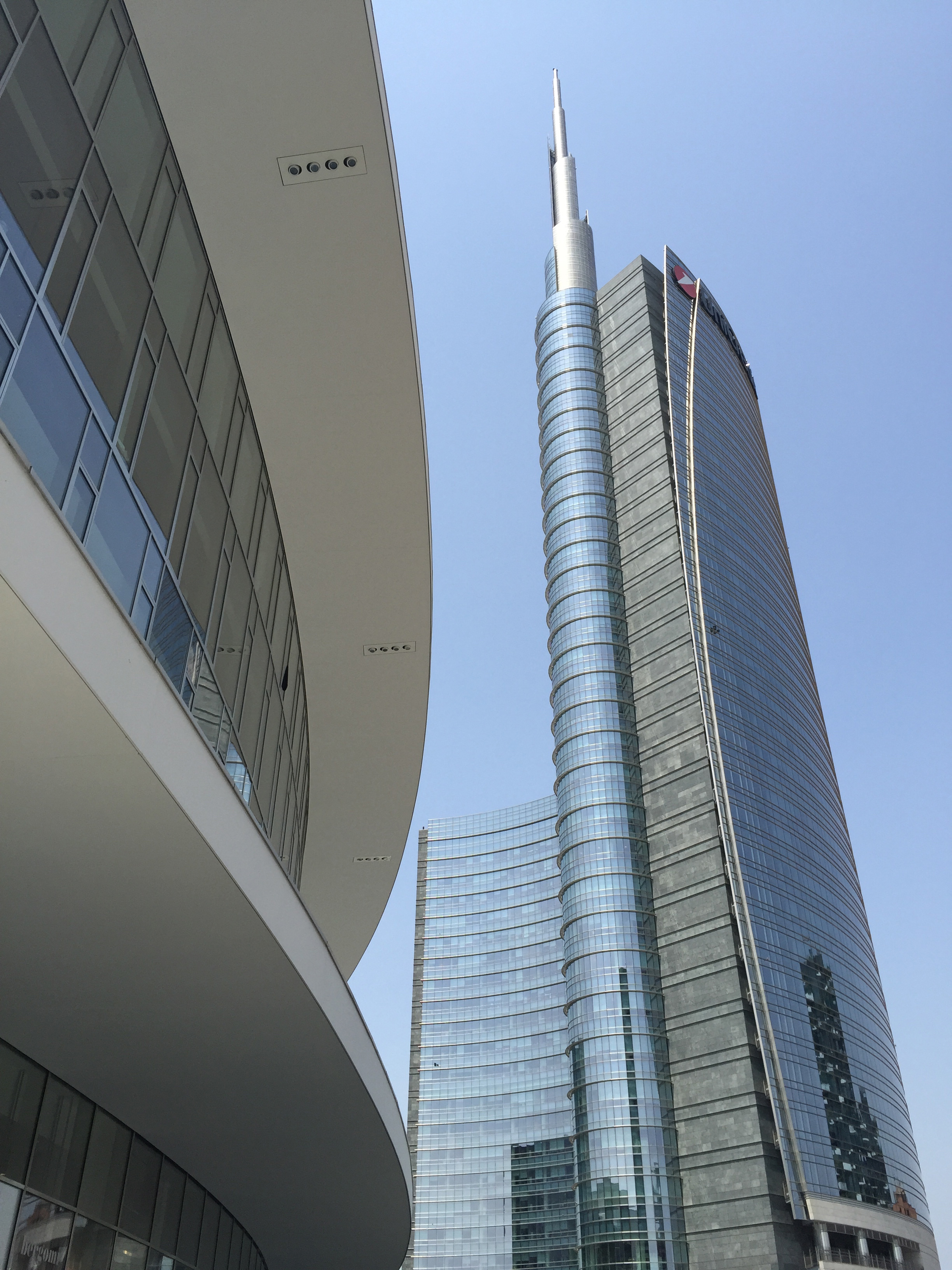 Pza Gae Aulenti curve and UniCredit