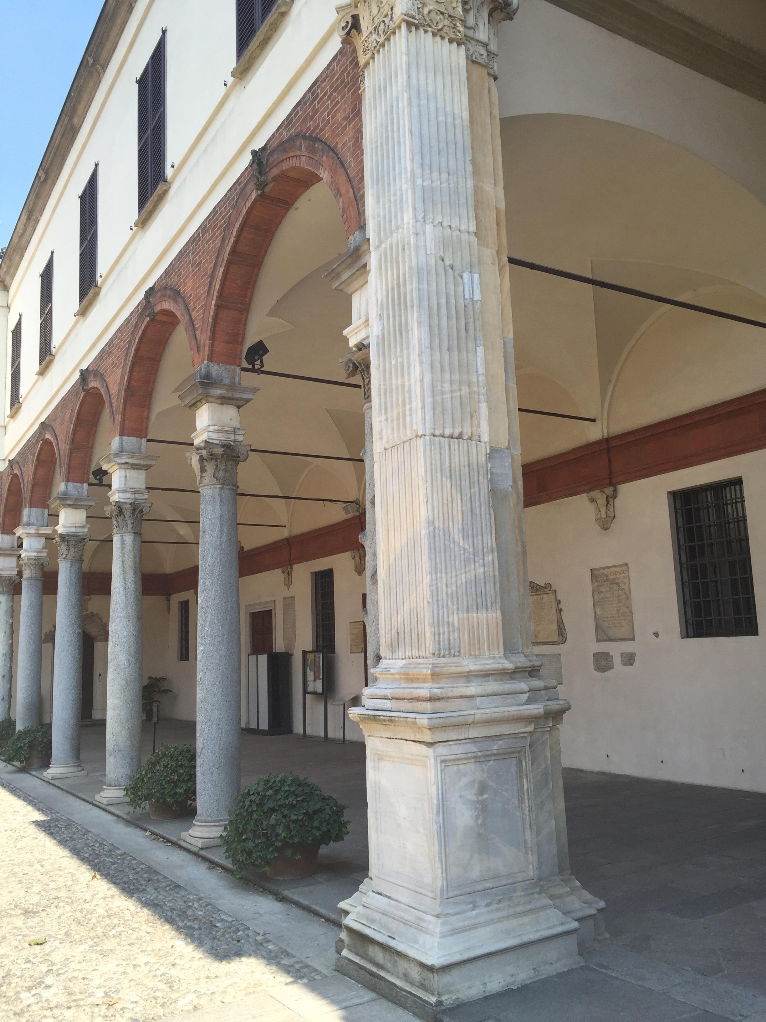 S. Ambrogio TC courtyard entlang