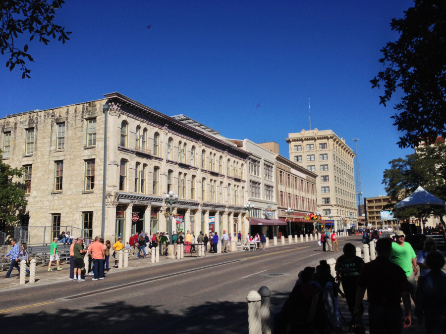 shop-row-facing-alamo