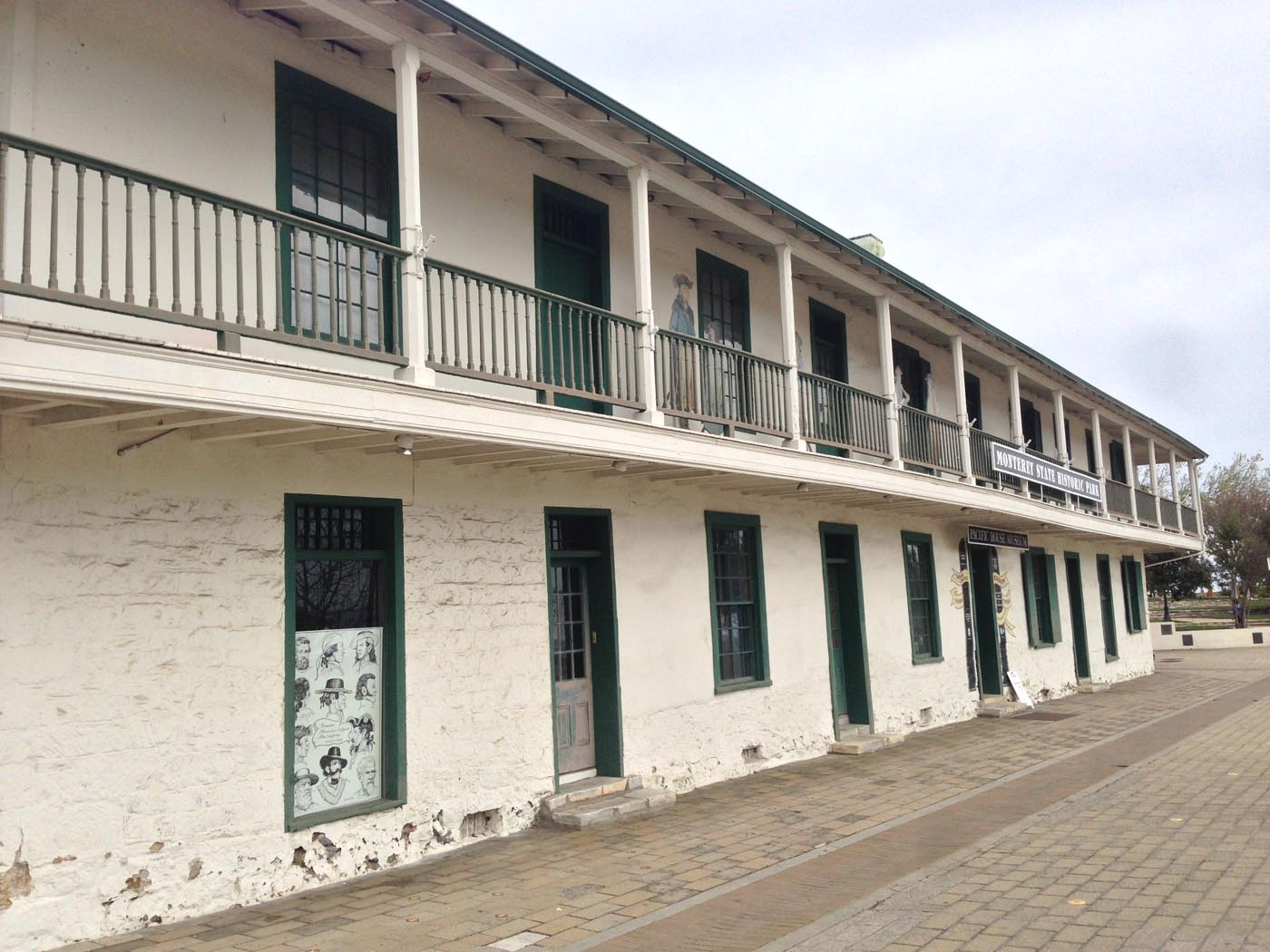 Mont Cust HouseS