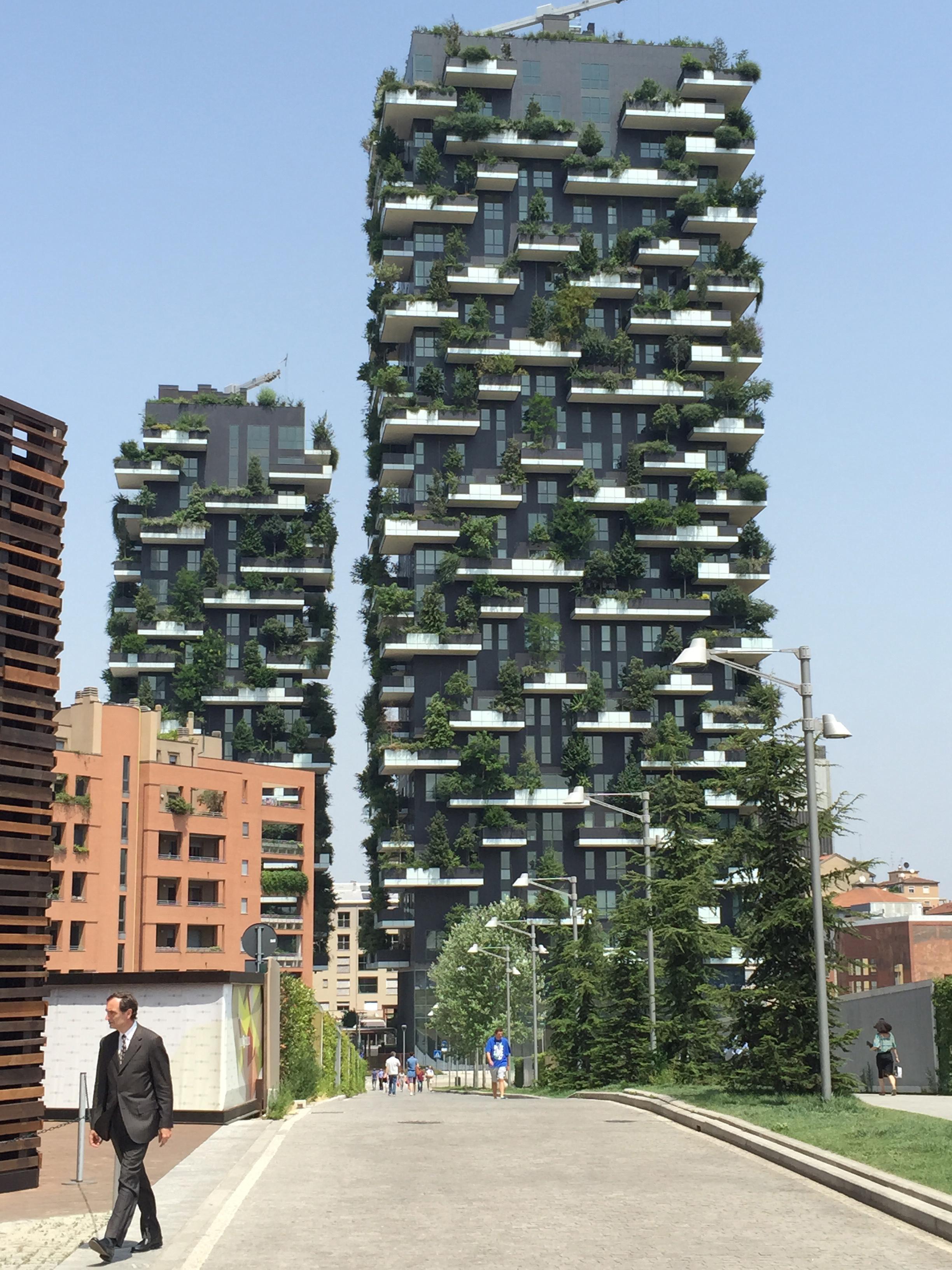 Pza Gae Aulenti green towers