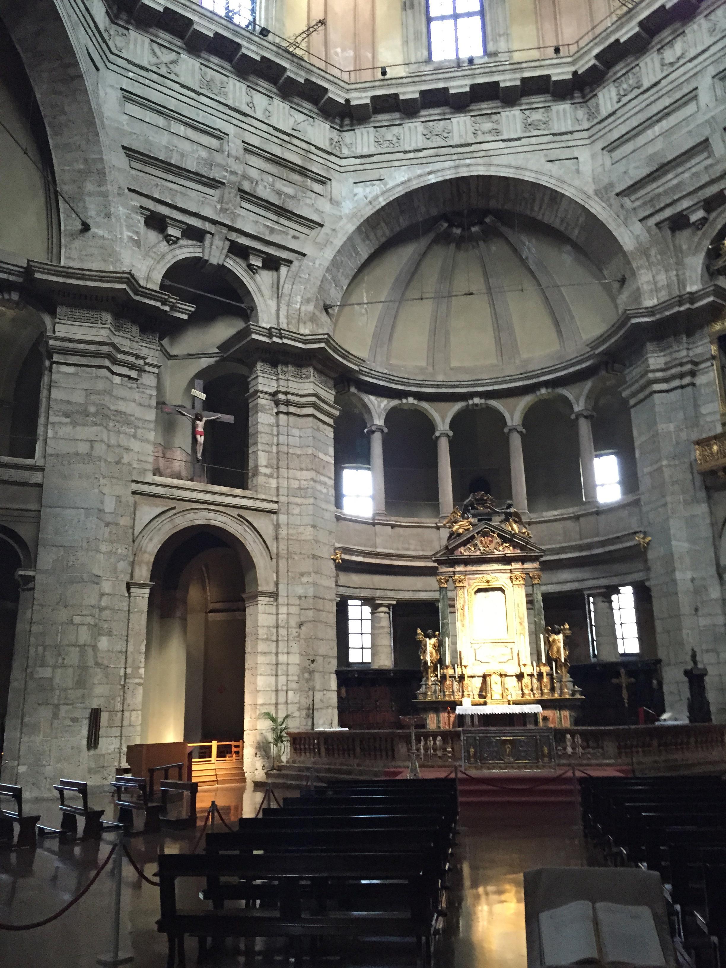 S. Lorenzo Maggiore interior
