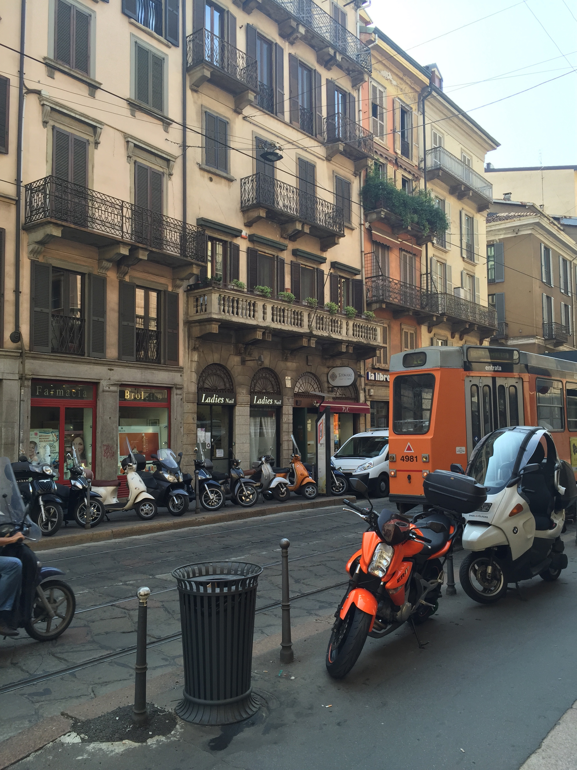 Via Broletto streetv8ew