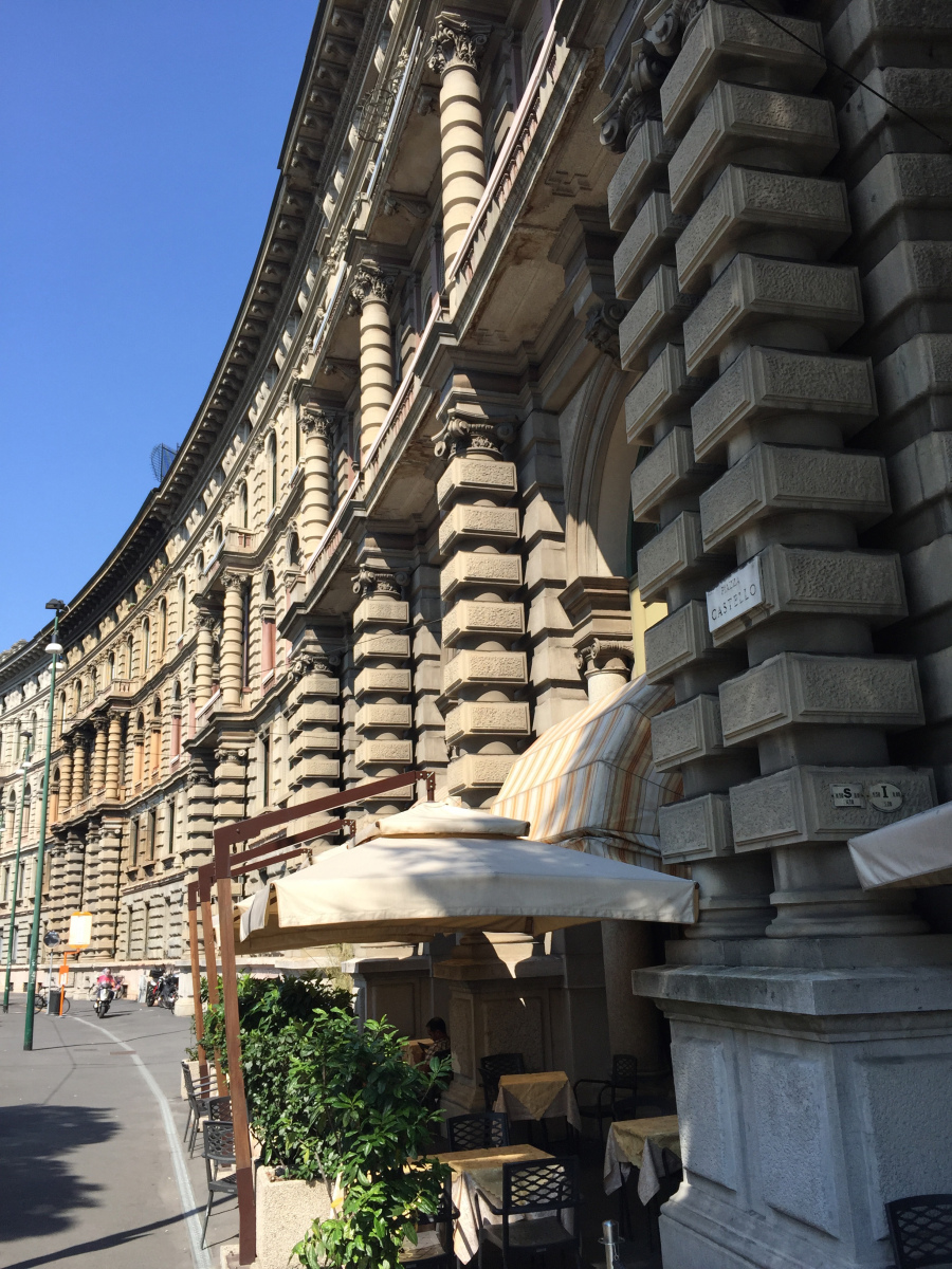 large-cairoli-curving-facade